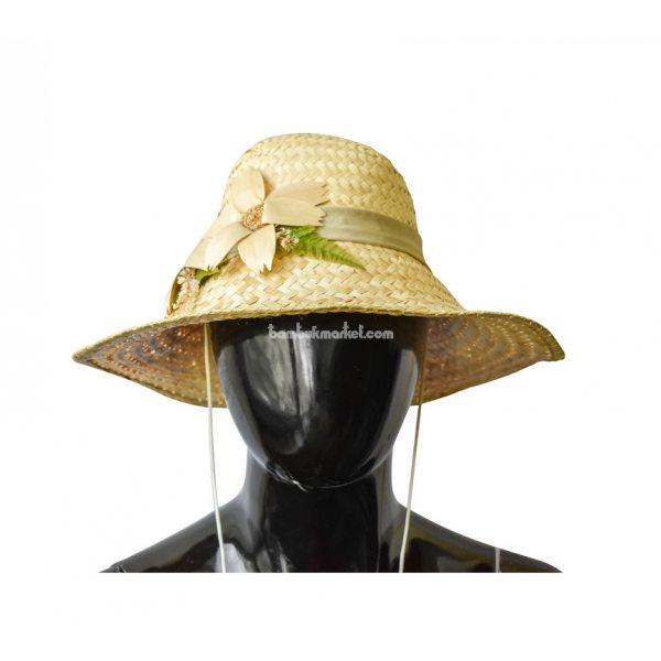 Соломенная шляпа с двумя цветками