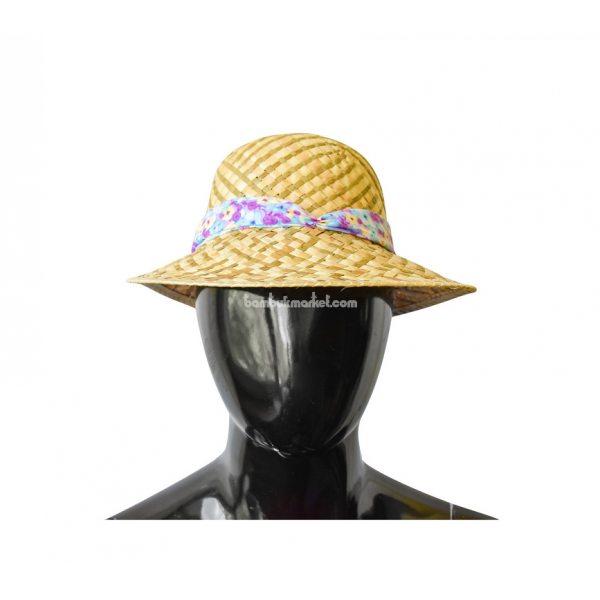 Соломенная шляпа с цветной лентой